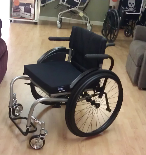 Photo of an empty wheelchair, a new Top End Crossfire T7a.